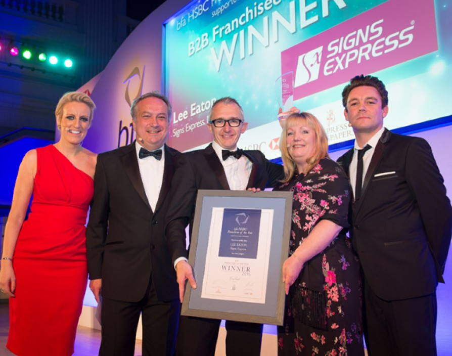 Lee Eaton of Signs Express wins Franchisee of the Year 2015